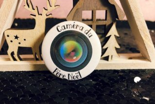 """Un badge """"caméra du Père Noël"""""""